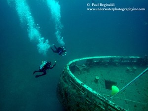 Divers on the Spar Wreck